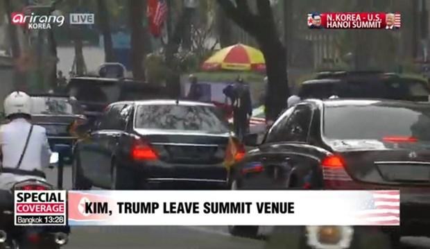 Hình ảnh cho thấy đoàn xe chở ông Kim rời đi.