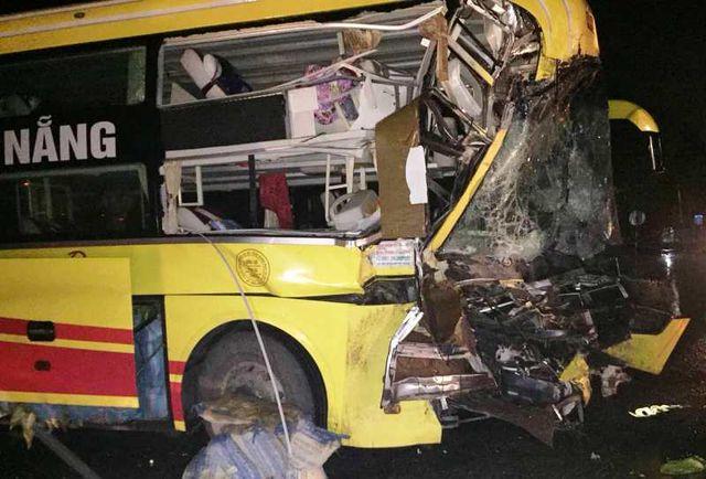 Vụ tai nạn khiến phụ xe khách tử vong và nhiều hành khách bị thương nhẹ.