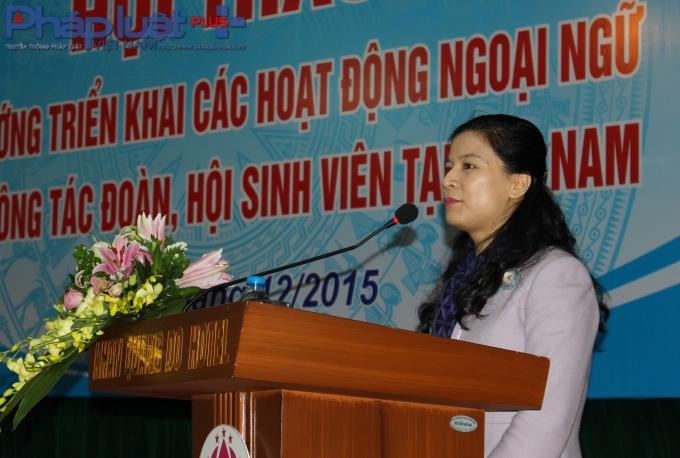 BàNguyễn bà Vũ Thị Tú Anh, Phó vụ trưởng Vụ giáo dục trung học, phó trưởng ban trung ương Ban quản lý dự án Ngoại ngoại ngữ quốc gia 2020 đặt ra 4 vấn đề cần hội thảo. (Ảnh: Đức Biên)