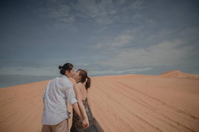 Trong bối cảnh của nhiều địa điểm nổi tiếng của mảnh đất hình chữ S như TP.HCM, Ninh Thuận,... cặp đôi đã có không ít bức ảnh cưới check-in cực độc.
