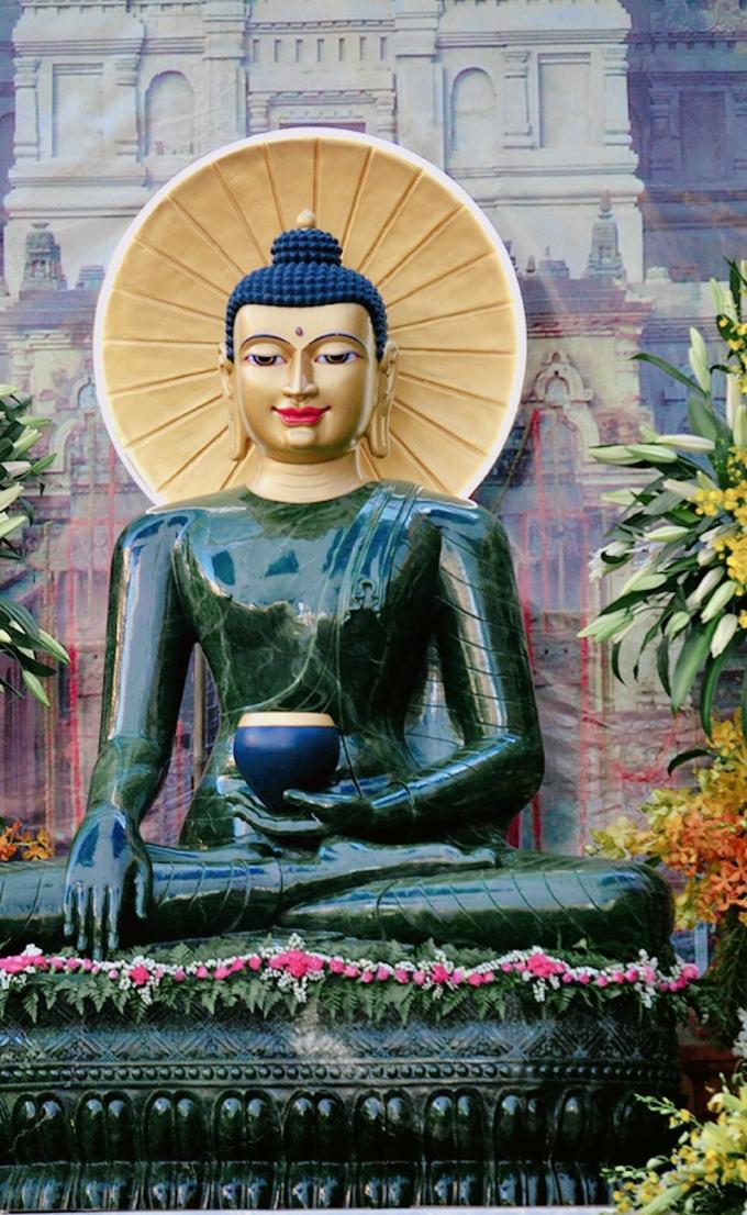 Cận cảnh Tôn tượng Phật ngọc Thích Ca Mâu Ni nặng hơn 6 tấn.