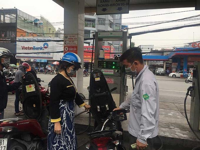 DN kiến nghị nếu dùng các biện pháp mà lượng tiêu thụ xăng E5 vẫn thấp thì nên cho sử dụng lại xăng A92. Ảnh: TÚ UYÊN