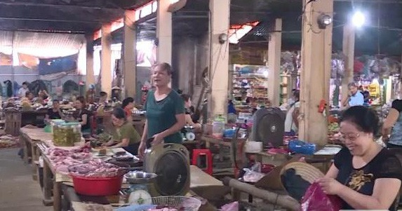 Chợ an toàn thực phẩm tại huyện Lang Chánh.