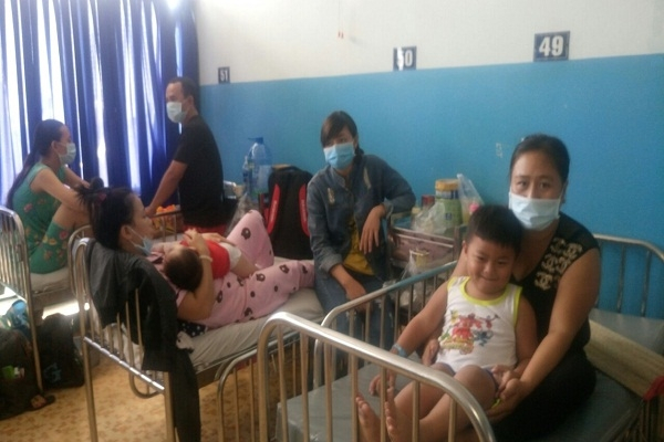 Hàng loạt trẻ mắc bệnh sởi đang được điều trị tại Bệnh viện Nhi đồng 1 (TP.HCM) -Ảnh: PV