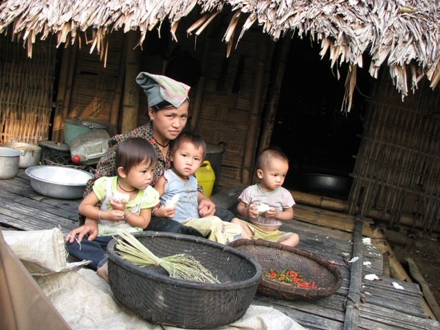 Image result for trẻ em nghèo thanh hóa