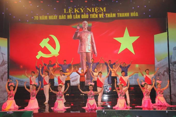 Những tiết mục văn nghệ ôn lại truyền thống hào hùng quê hương xứ Thanh.