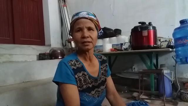 Dương Thị Thơm, người đã phát hiện thi thể cháu bé tại bãi rác phường Đông Sơn, thị xã Bỉm Sơn (Ảnh: Anh Thắng)