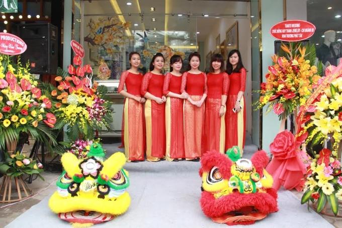 Đội ngũ nhân viên thân thiện của Huy Thanh Jewelry.