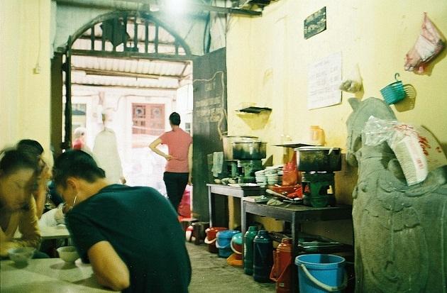 Quán bánh trôi tàuở 30 Hàng Giầy, Hà Nội của cố nghệ sĩ.