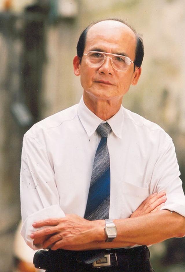 """Vai diễn đầu tiên trong nghiệp diễn của Phạm Bằng là vai một anh công nhân trong vở kịch """"Giờ phút quyết định"""" (Đạo diễn Nguyễn Bắc)."""