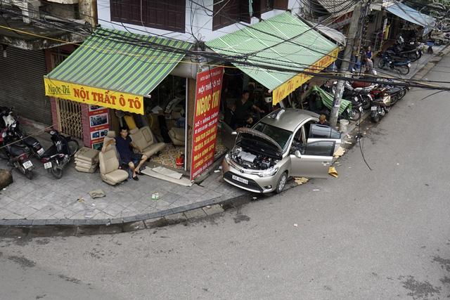 Vỉa hè phố Hàng Chĩnh và Nguyễn Hữu Huân.