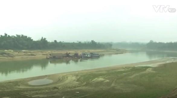 Việc khai thác cát trái phép đã khiến sông Chảy bị sạt lở nghiêm trọng.