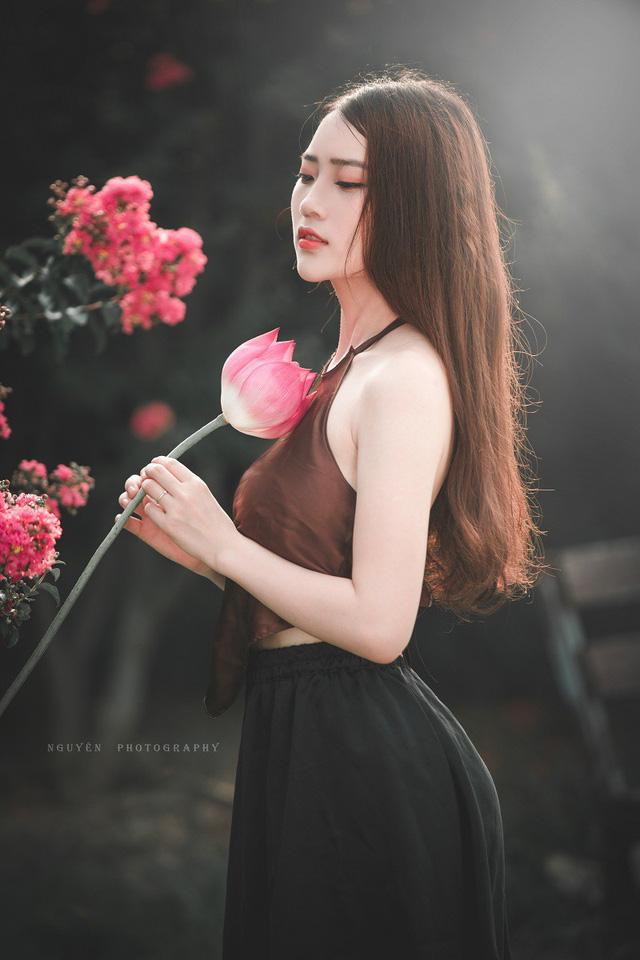 Ở trường, Thanh Phương được đánh giá là một nữ sinh năng nổ. Cô bạn còn tham gia câu lạc bộ Garnet lễ tân - sự kiện của trường.
