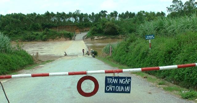 Cầu tràn xã Nghĩa Thịnh (Nghĩa Đàn) nước ngập sâu khoảng 1m, nguy hiểm cho người và phương tiện qua lại.
