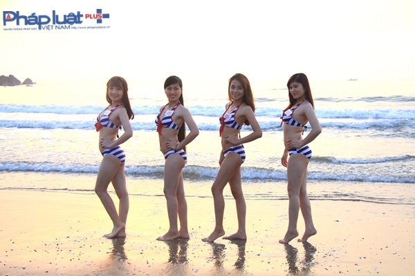 Người đẹp Ảnh Việt Nam sexy với bikini, khoe sắc dưới bình minh biển Cửa Lò