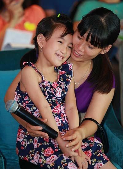 Nụ cười trái tim mang yêu thương đếm trẻ emkhe hở môi, hở hàm ếch trên toàn lãnh thổ Việt Nam.