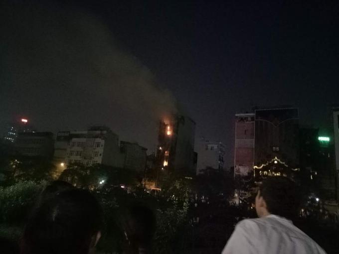 Đám cháy nhìn từ xa.