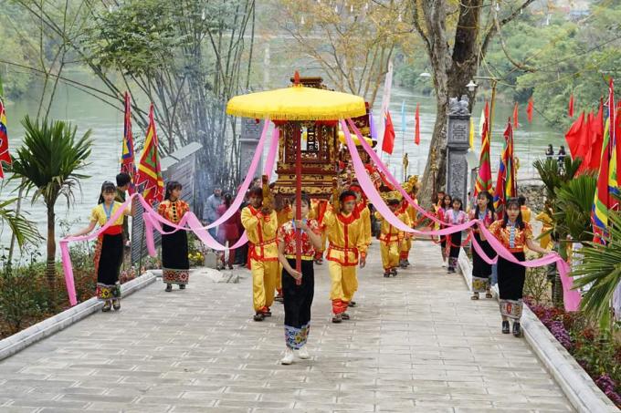 Lễ rước tại Lễ hội Đền Vạn - Cửa Rào.