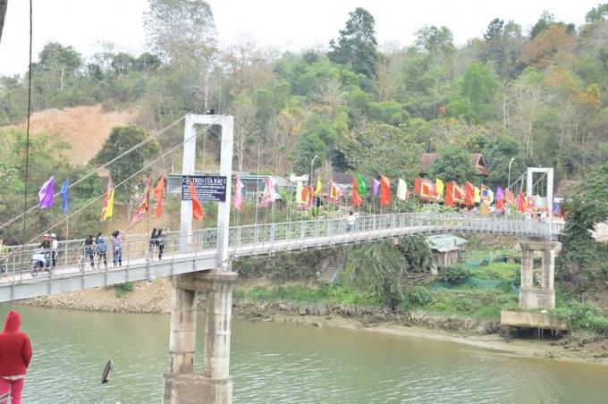 Đền Vạn - Cửa Rào thuộc xã Xá Lượng, huyện Tương Dương (Nghệ An).