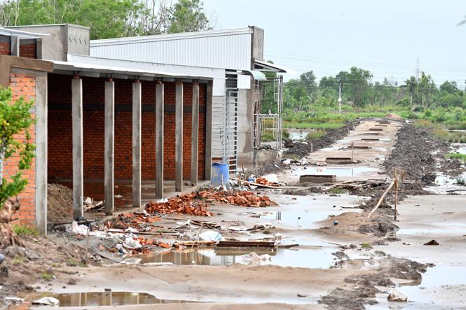 Nhiều khu dân cư tự phát ở TP Cà Mau (ảnh chụp ngày 10.7 tại phường Tân Xuyên)  ẢNH: THANH MINH