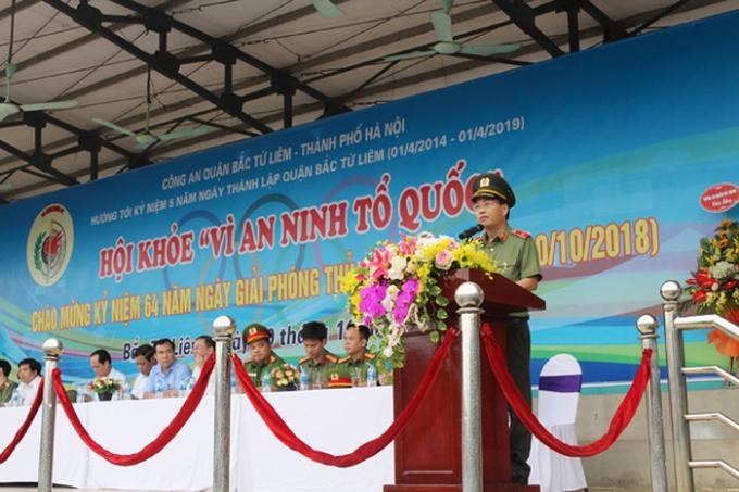 Thiếu tướng Đoàn Ngọc Hùng, Phó Giám đốc CATP Hà Nội phát biểu khai mạc hội khỏe