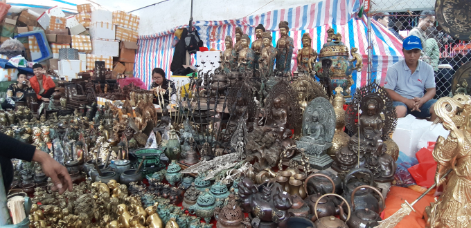 Chợ Viềng năm nay thưa dần du khách về Khai hội