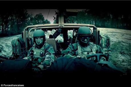 Lính Pháp trong đoạn video giới thiệu.