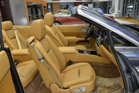 Xe sử dụng động cơ V12 6.6 lít công suất 563 mã lực và mô-men xoắn 575 lb-fb.
