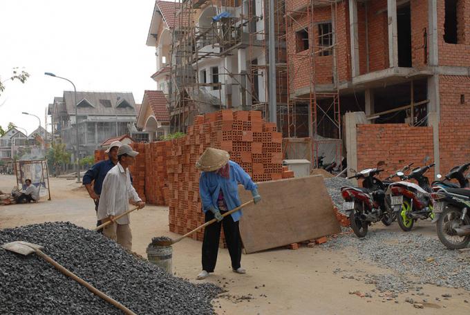 Miễn cấp phép xây dựng sẽ giảm phiền hà cho người dân nhưng không dễ triển khai đại tràẢNH: GIA KHIÊM