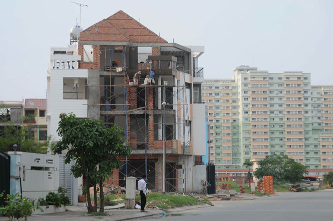 Việc miễn cấp phép xây dựng sẽ giảm phiền hà cho người dân nhưng không dễ triển khai đại tràẢNH: GIA KHIÊM