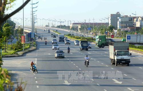 Cầu Đông Trù nối quận Long Biên với huyện Đông Anh.