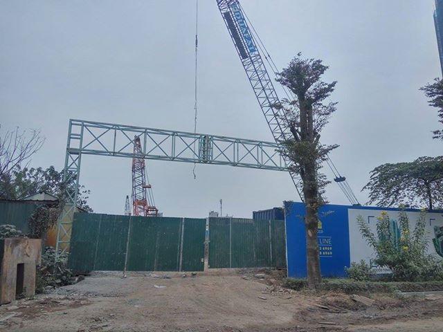 Một cổng khác của công trường dự án.