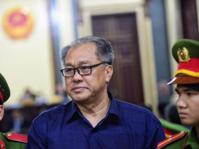 Phạm Công Danh tỏ ra mệt mỏi trong những ngày đầu phiên xử. Ảnh: Tùng Tin.