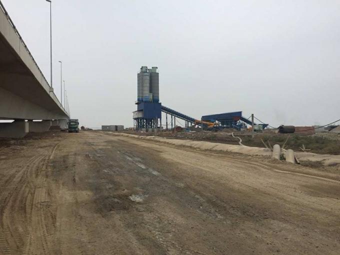 Trạm trộn bê tông được xây dựng cách cầu Tân Vũ - Lạch Huyện chừng 50m