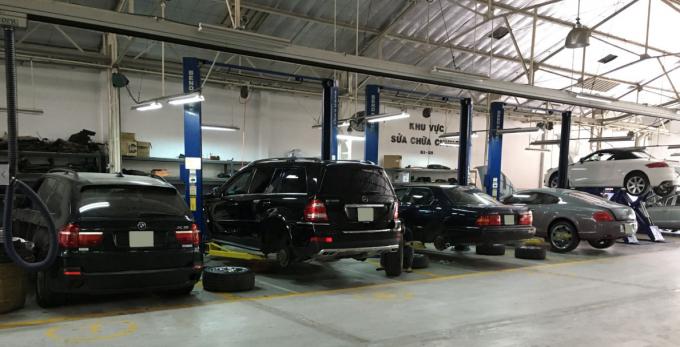 Những ngày giáp Tết, số lượng xe mang đến bảo hành, bảo dưỡng, sửa chữa tăng vọt, gấp 2 lần so với ngày thường.