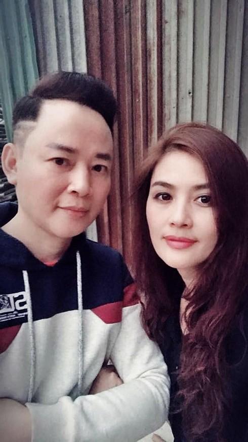 Hoa Thuý là vợ 2 của nam diễn viên Tùng Dương. Sau khi chia tay, họ vẫn làm bạn tốt của nhau.