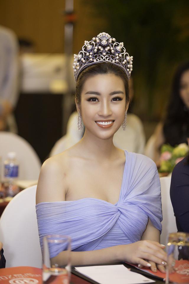 Hoa hậu Hà Kiều Anh và Hoa hậu Đỗ Mỹ Linh.