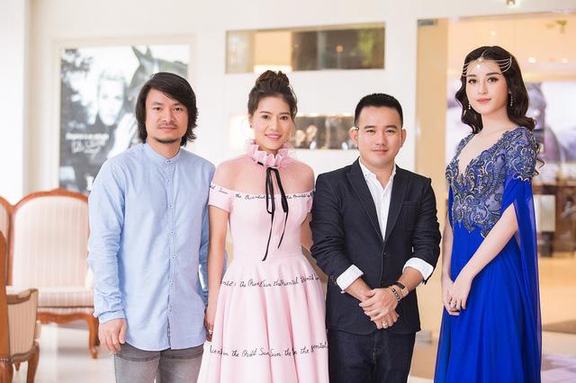Đạo diễn Hoàng Nhật Nam, bà Phạm Kim Dung, NTK Lê Thanh Hòa và Á hậu Huyền My.