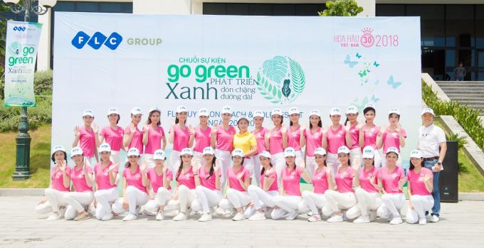 """Chiến dịch """"Go Green"""" diễn ra dưới ánh nắng tháng 6 rực rỡ của Quy Nhơn, với sự tham gia hào hứng của tất cả các thí sinh HHVN có mặt."""