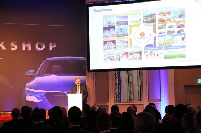 Tại hội thảo, ông James DeLuca - Tổng giám đốc Công ty TNHH Sản xuất và Kinh doanh VinFast đã giới thiệu với các nhà cung cấp quốc tế về Công ty mẹ - Tập đoàn Vingroup và sứ mệnh, tầm nhìn của dự án VinFast.