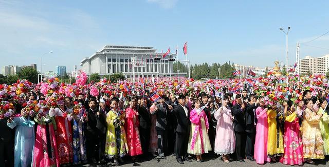 Ông Moon nói ông hy vọng hội nghị thượng đỉnh sẽ mang lại kết quả tuyệt vời cho người dân 2 miền Triều Tiên. Ông Kim nói ông cảm thấy rất gần gũi với Tổng thống Hàn Quốc và cảm ơn ông Moon vì đã hỗ trợ giúp quan hệ 2 miền Triều Tiên cũng như quan hệ Triều-Mỹ khởi sắc hơn.