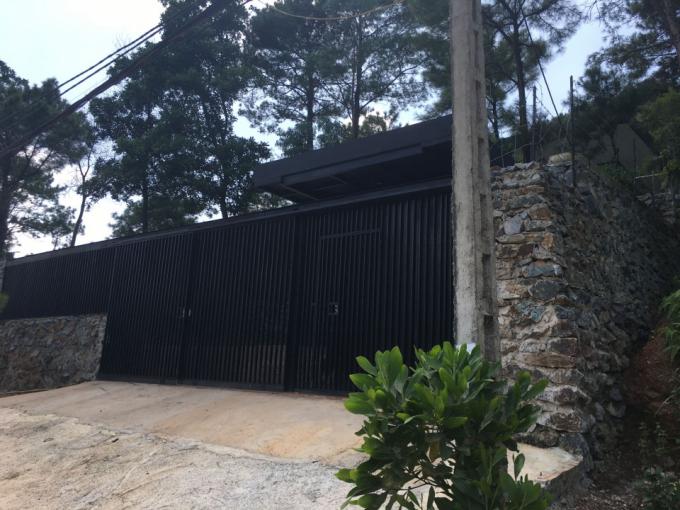 Một công trình mới được xây dựng trên đất quy hoạch rừng phòng hộ tại xã Minh Phú.