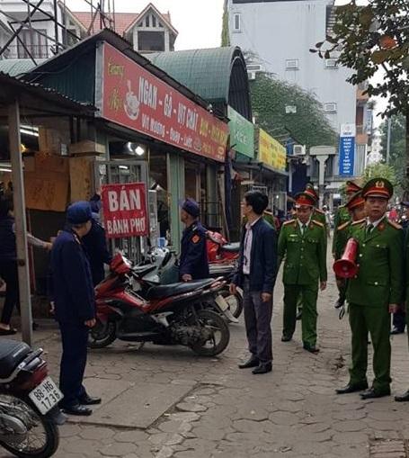 Xử lý trật tự đô thị trên một số tuyến phố lớn như Đội Cấn, Linh Lang, Phan Kế Bính, Đào Tấn...