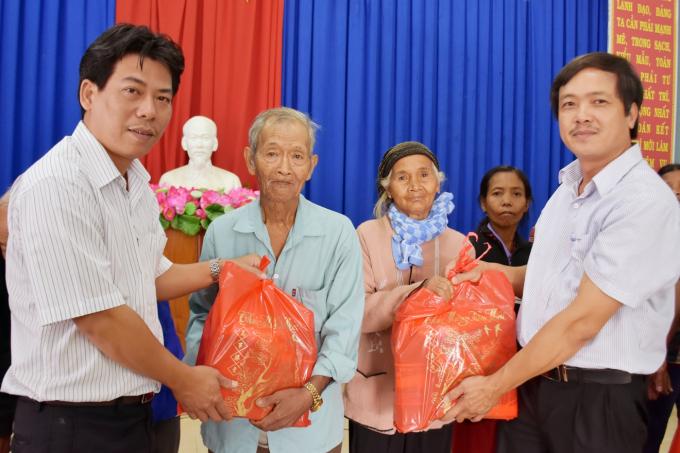 VNPT trao quà cho bà con có hoàn cảnh khó khăn tại các xã miền núi thuộc tỉnh Khánh Hòa