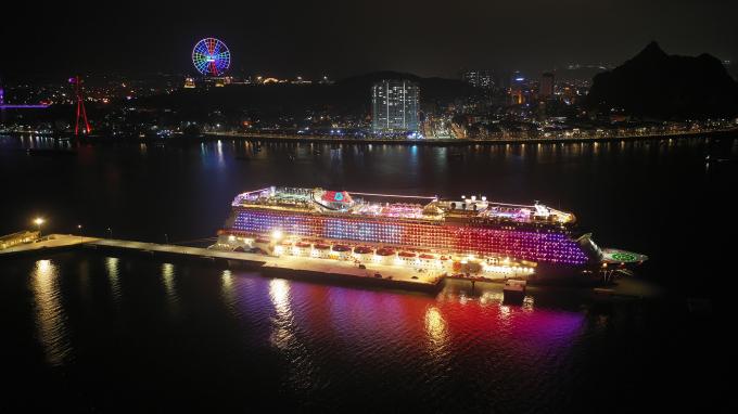 Cảng tàu khách quốc tế Hạ Long sẽ đi vào khai thác tuyến nội địa, phục vụ tham quan Vịnh Hạ Long từ tháng 4.2019.