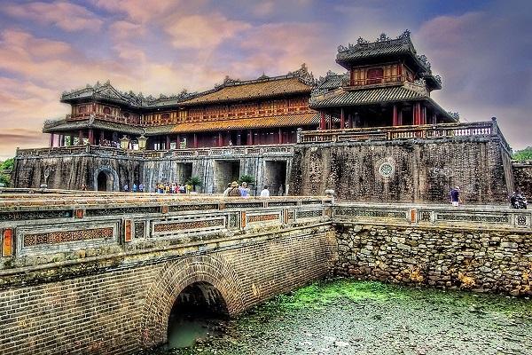 Kinh thành Huế là sự kết hợp độc đáo giữa kiến trúc truyền thống Việt Nam, tư tưởng triết lý phương Đông cùng sự ảnh hưởng kiến trúc quân sự phương tây. (Ảnh: Internet)