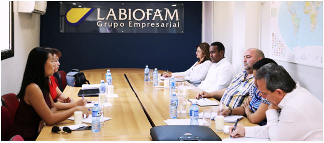 Ông Alfred Remoberto Dorta Crespo, TGĐ Tập đoàn Labiofam, ngồi giữa, bên phải