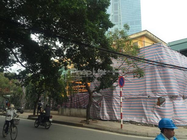 Một công trình đang bị tạm dừng thi công.