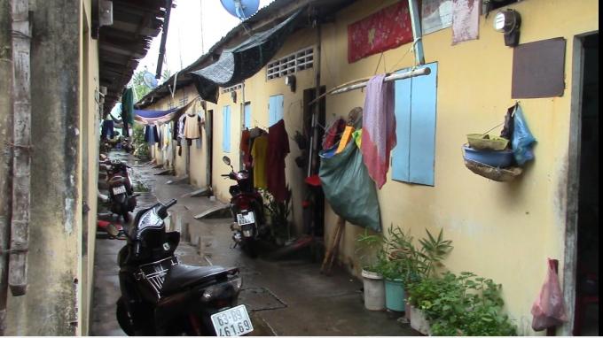 Hiện nay, đời sống công nhân tại địa bàn đang khó khăn, trong đó nơi cư trú đa số là những khu nhà trọ chật hẹp thiếu thốn về cơ sở vật chất và an ninh.