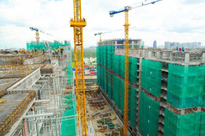 Dự án đã được cất nóc toà tháp đầu tiên sau gần 1 năm xây dựng.